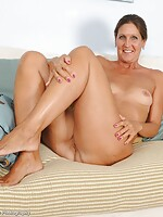 mature nylons galleries